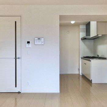 【LDK】キッチンは奥まったところに。