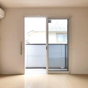 【LDK】窓から暖かな光が差し込みます。