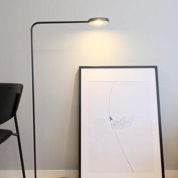 枕元や、デスクにも使用可能な照明もあります!