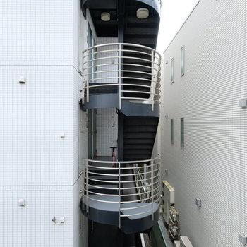 眺望はお隣のマンションですが、距離は3mほど離れています!