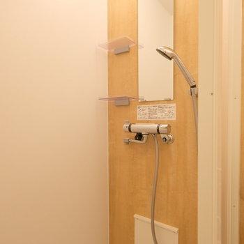 シャワールームもキレイ!