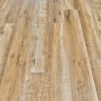 木目の床にはどんな家具も合わせやすいですね。