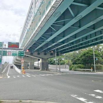 都市高速の入り口が近いので、都心部へのアクセスもいいんですよ。