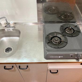 キッチンは2口コンロでお料理が捗りますね。