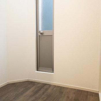 脱衣所兼ベランダ代わりの空間。