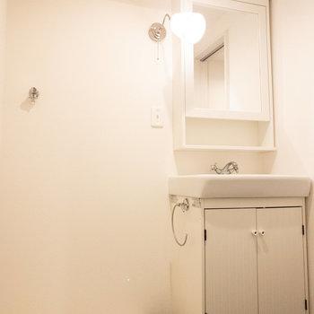 洗面台の照明が可愛らしいですね!