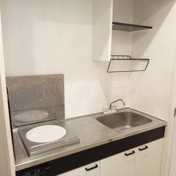 キッチンはコンパクトだけど、IHで火事の心配が少ないのが嬉しいな。
