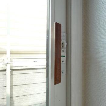 窓の取っ手は木製なんですよ。かわいい〜。