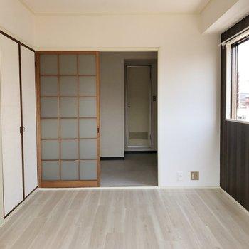 洋と和が混ざったようなお部屋。(※写真は6階の同間取り別部屋のものです)