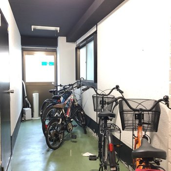 1階奥部分に駐輪場がありました。