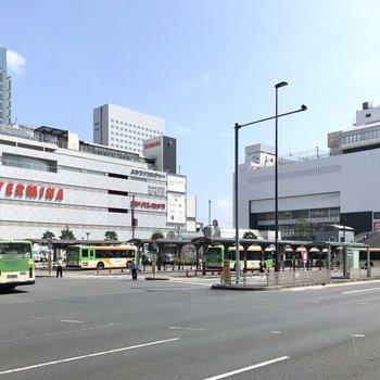 駅前はいくつかの商業複合施設があり、お買い物には便利な環境が整っていますよ。