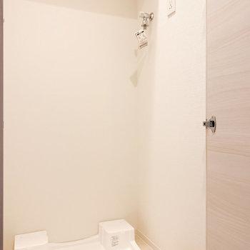洗濯機は扉で隠せますよ※写真は2階の同間取り別部屋のものです