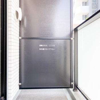 ちょうどいい広さのバルコニー※写真は2階の同間取り別部屋のものです