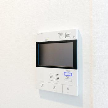【洋室②】TVモニタ付きドアホンです※写真は2階の同間取り別部屋のものです