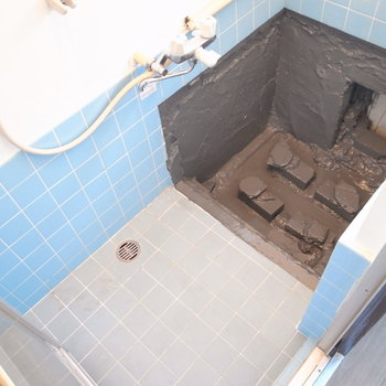 お風呂!なんと浴槽がなしでした…。ご自身での設置になりそう…。