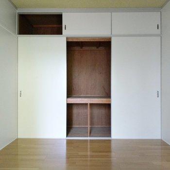 こちらにも大容量の収納。ダブルベッド置けそうなので寝室に◎(※写真は4階の同間取り別部屋のものです)