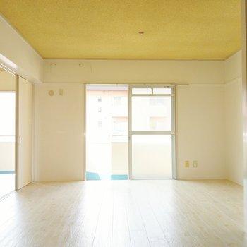 ゆったりとしたソファーダイニングに◎(※写真は4階の同間取り別部屋のものです)