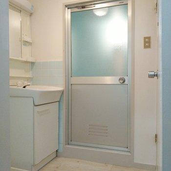 脱衣所も広々◎洗濯機置き場と洗面台がありました。(※写真は4階の同間取り別部屋のものです)