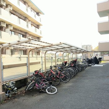 自転車置き場も屋根付き◎