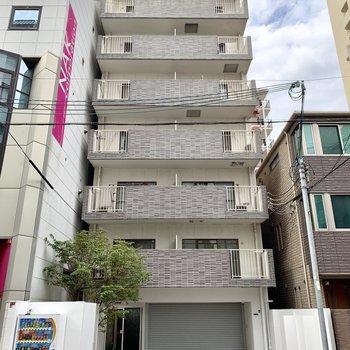 阿波座駅から歩いて約5分という便利さ◯近所にはコンビニもスーパーも!