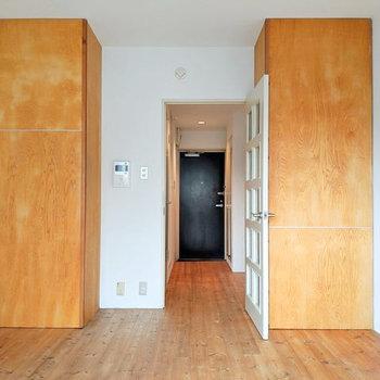 無垢床に塗り壁。憧れます。