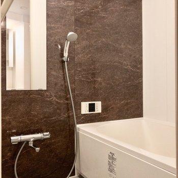 雨の日も安心の浴室乾燥機付きです。※写真は2階の同間取り別部屋のものです