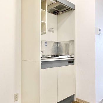 冷蔵庫は左手に置けます。