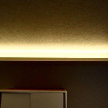 間接照明が素敵。(※写真は3階の同間取り別部屋のものです)
