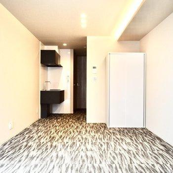 床にはじゅうたんが敷かれています。(※写真は4階の同間取り別部屋のものです)