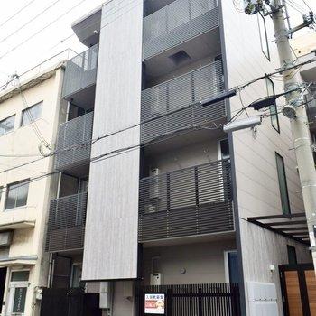 4階建&1フロア3部屋という作りのマンションです。