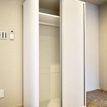 可動式の収納には洋服を入れましょう◎(※写真は3階の同間取り別部屋のものです)