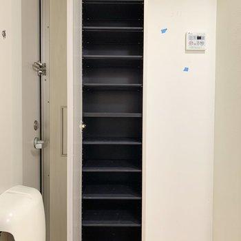 容量十分なシューズボックスです※写真は2階の反転間取り別部屋のものです