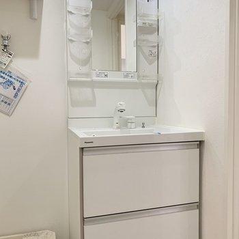 シャワーヘッドの蛇口が便利◎※写真は2階の反転間取り別部屋のものです