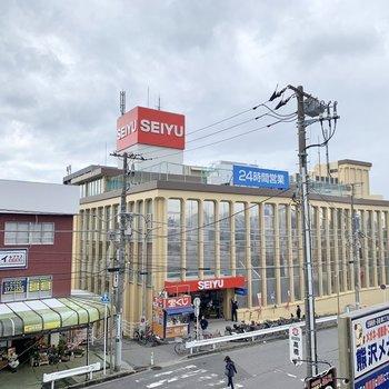駅前のスーパー、買い物に困りませんね