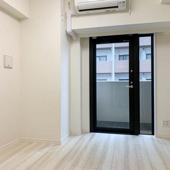 約6帖のコンパクトルーム※写真は6階の反転間取り別部屋のものです