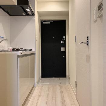 廊下へ※写真は6階の反転間取り別部屋のものです