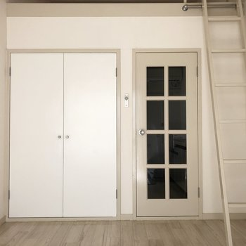 ホワイトカラーが優しい雰囲気を演出していますね。※写真は2階の同間取り別部屋のものです