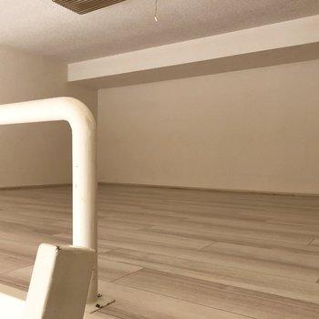 ロフトスペースも圧迫感のない色合いです。※写真は2階の同間取り別部屋のものです