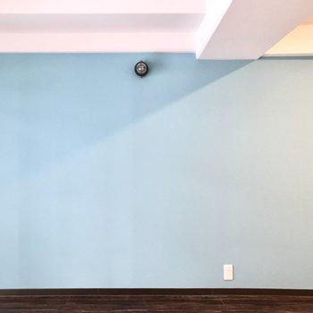 爽やかな壁と可愛らしい床が素敵です…!
