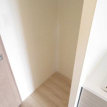 冷蔵庫置き場も※写真は同間取り別部屋のものです