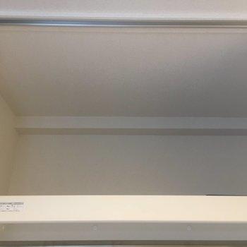上にも棚があります。