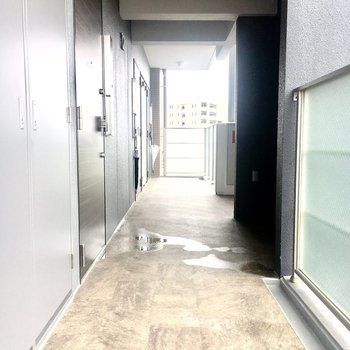 角部屋ですがエレベーターは近いです。
