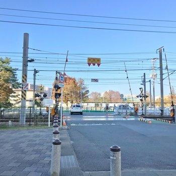 貝塚駅までは線路を渡ります。