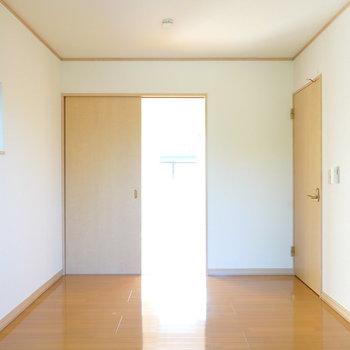 こちらにも階段へのドアがあります。