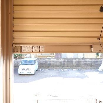 窓はシャッター付きなので、防犯性も高められます。