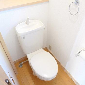 トイレはシンプルな設備ですが、コンセント付きでウォシュレットが後付け可能。