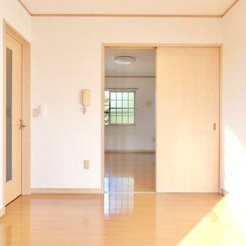 反対側にももうひとつ洋室が。