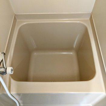 浴槽は少しのお湯で貯まりまそうです。節約生活ができますね。