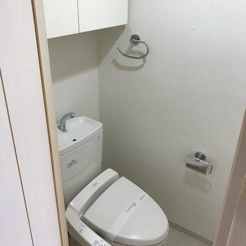 トイレは温水洗浄便座がついていますよ。
