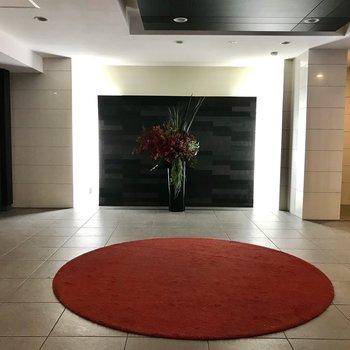 1階の共用部はラグジュアリーな空間となっています。